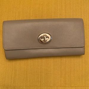 NWT Coach New York Turn-lock Wallet in Stone
